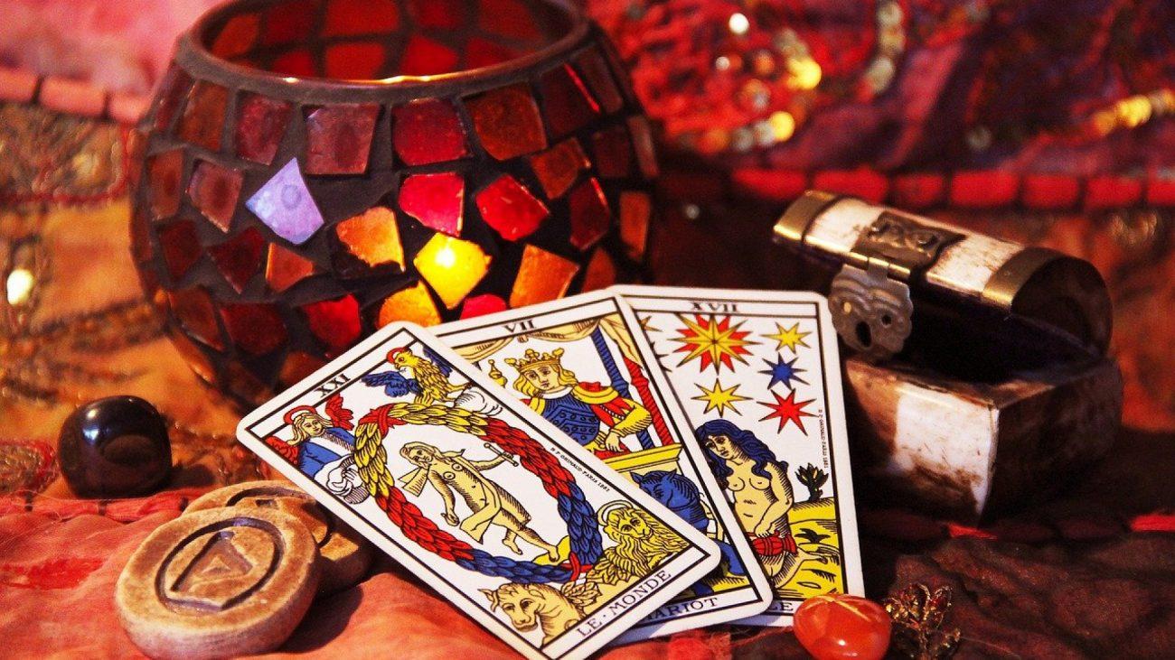 La voyance : un art divinatoire pertinent?