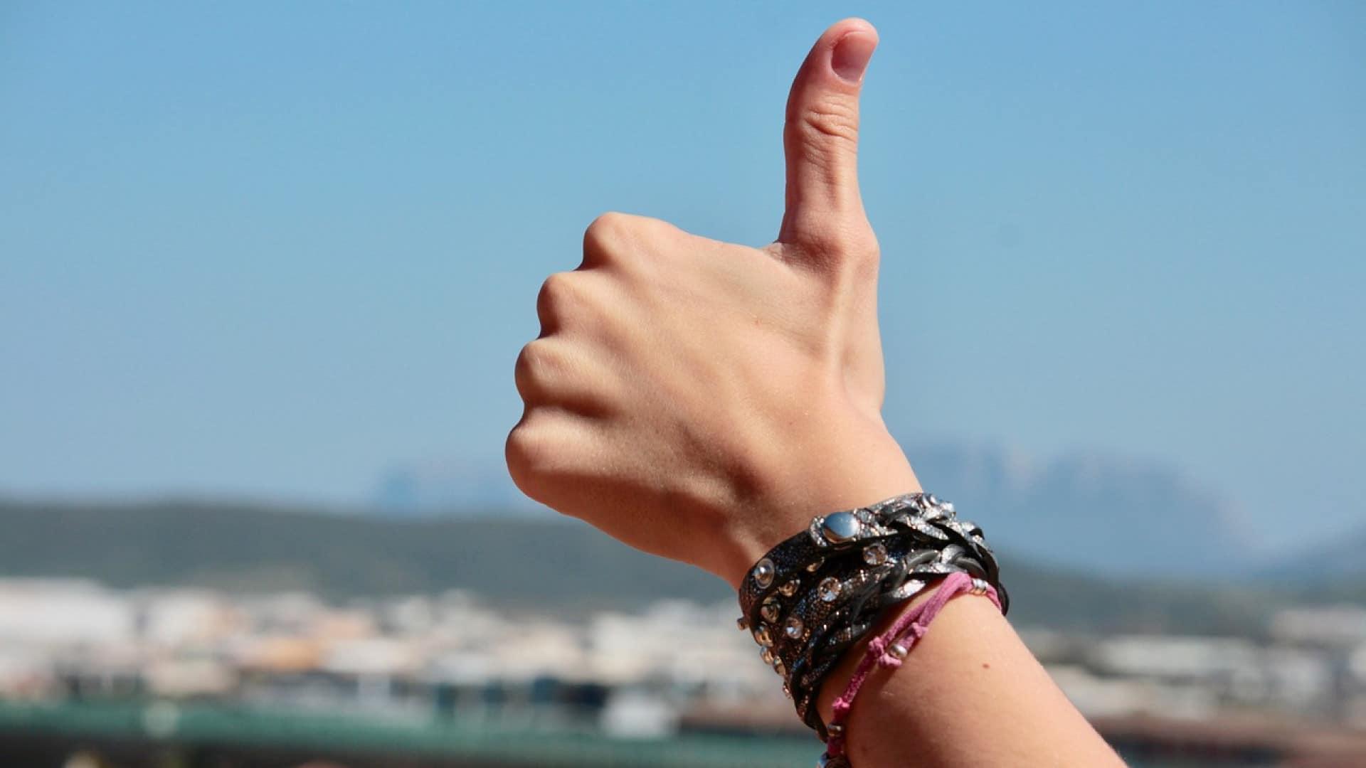 Offrir un bracelet personnalisé comme cadeau spécial